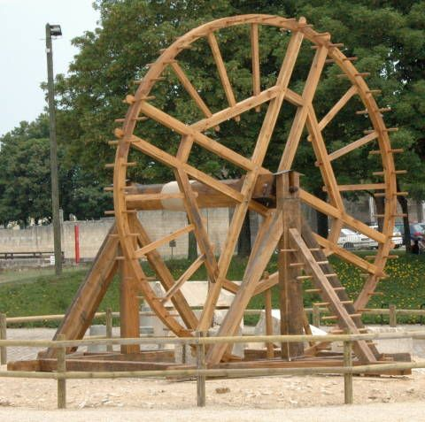 A Medieval Man Powered Crane Used To Lift Stone From Quarries Medieval Roof Truss Design Water Wheel