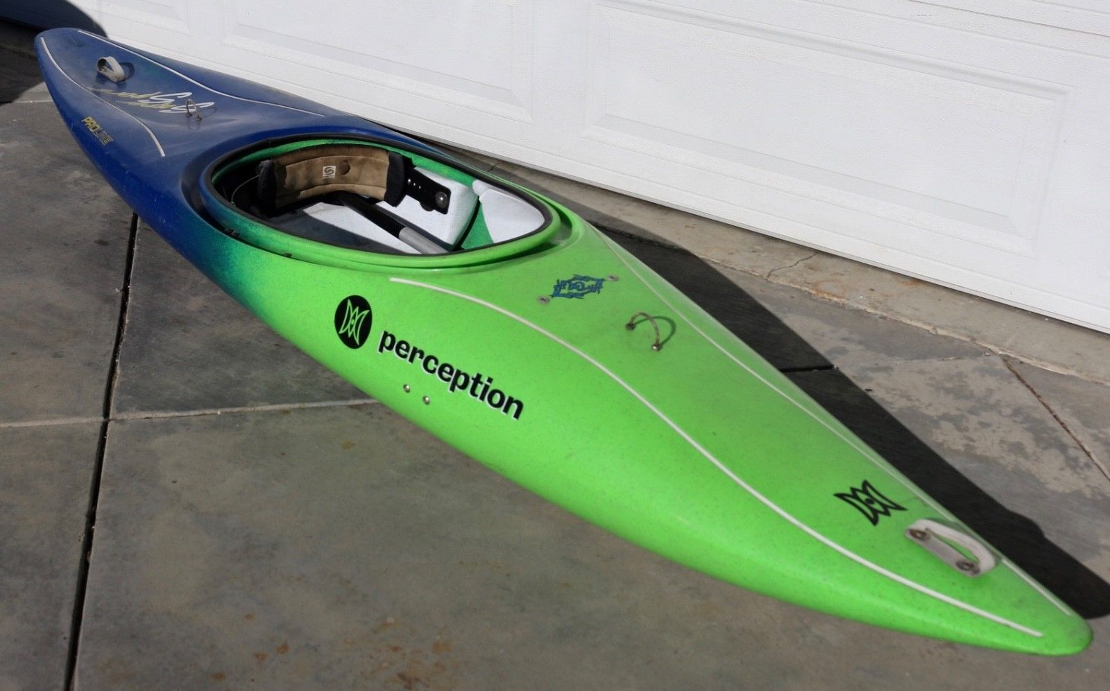 10' PERCEPTION PRO LINE RIVER KAYAK SUPER SPORT WITH AIR