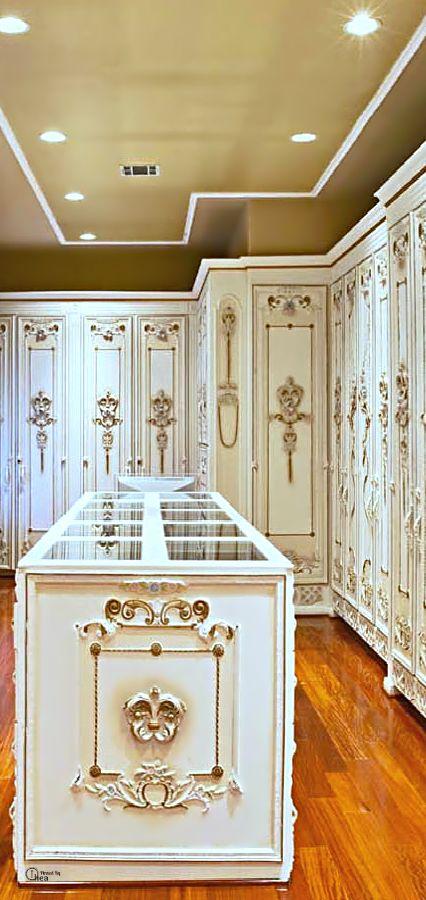 ..Beautiful closet/ dressing room