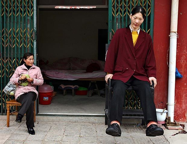 Yao The Worlds Tallest Woman Was 10cm Taller Than Massive Nbc