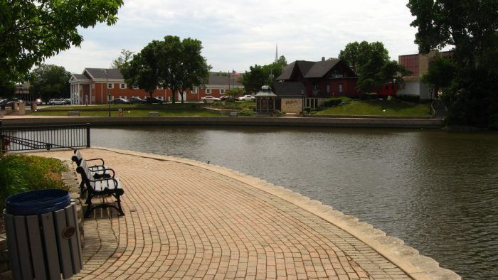 Illinois Towns with Best River Walks