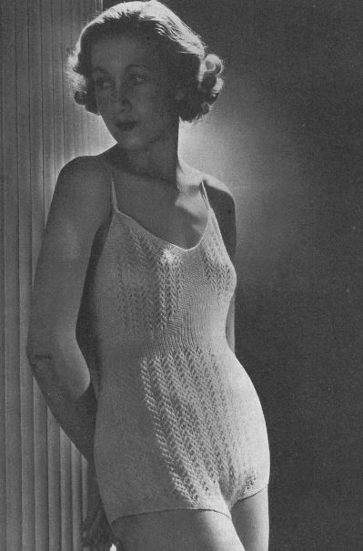 6454356839 The Vintage Pattern Files  Free 1940 s Knitting Pattern - Women s Cami- Knickers