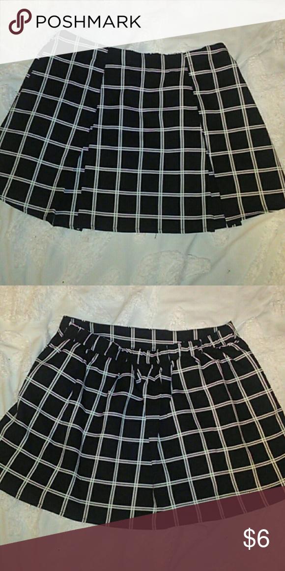 Forever 21 skirt Polyester shirt size medium, in great condition Forever 21 Skirts Mini