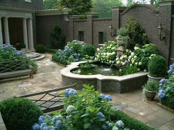 elegantes auenbecken bunte blten und steinplatten im garten gartengestaltung 60 fantastische garten ideen - Fantastisch Gartengestaltungsideen