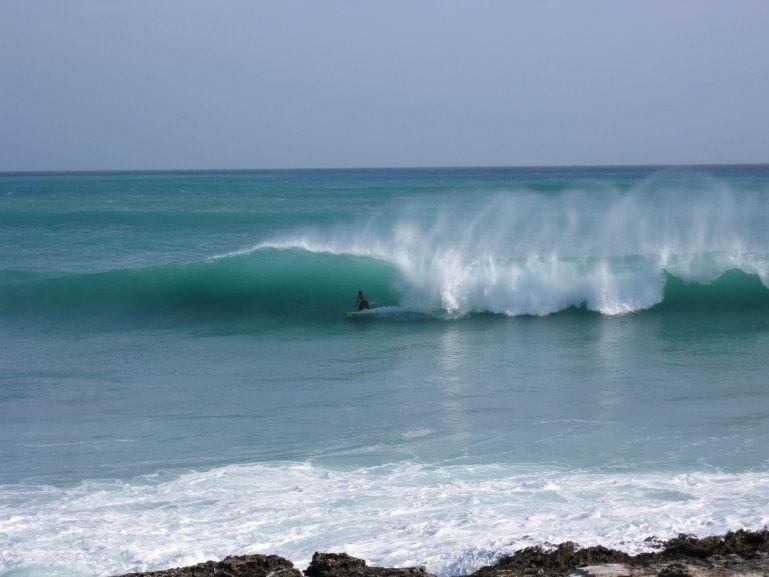 Riding Big Waves In Indicas Bahamas Big Waves Waves