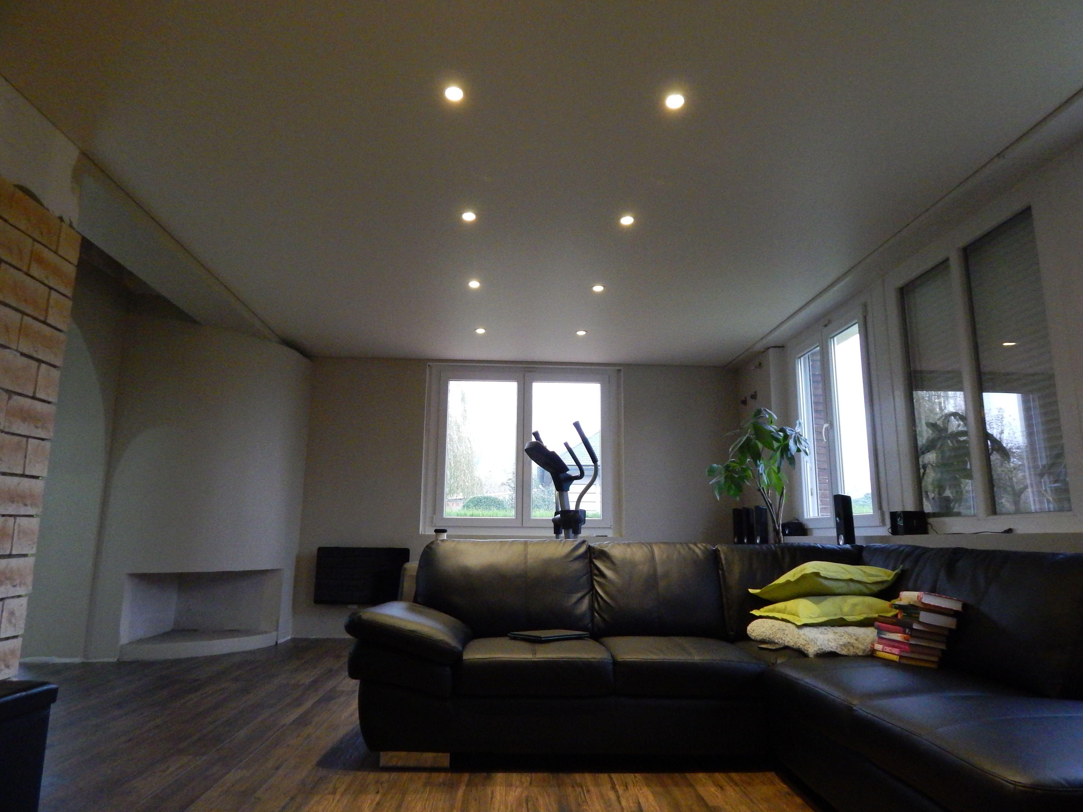 plafond tendu satin et spot led 6w test du spot 6w visible sur notre site. Black Bedroom Furniture Sets. Home Design Ideas