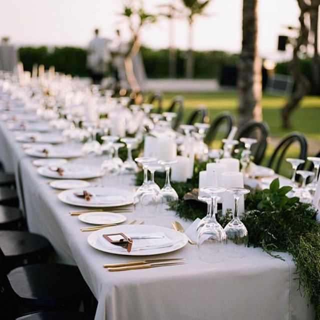 Polished Gold Cutlery Sets And Light Grey Table Linens Wedding Table Linens Wedding Table Light Gray Wedding