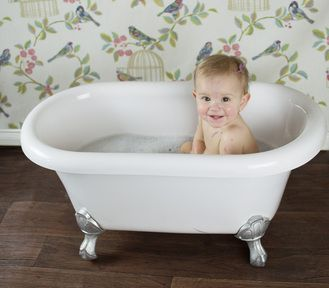 Baby roll top bath - cleaning the little munchkin off after her ...