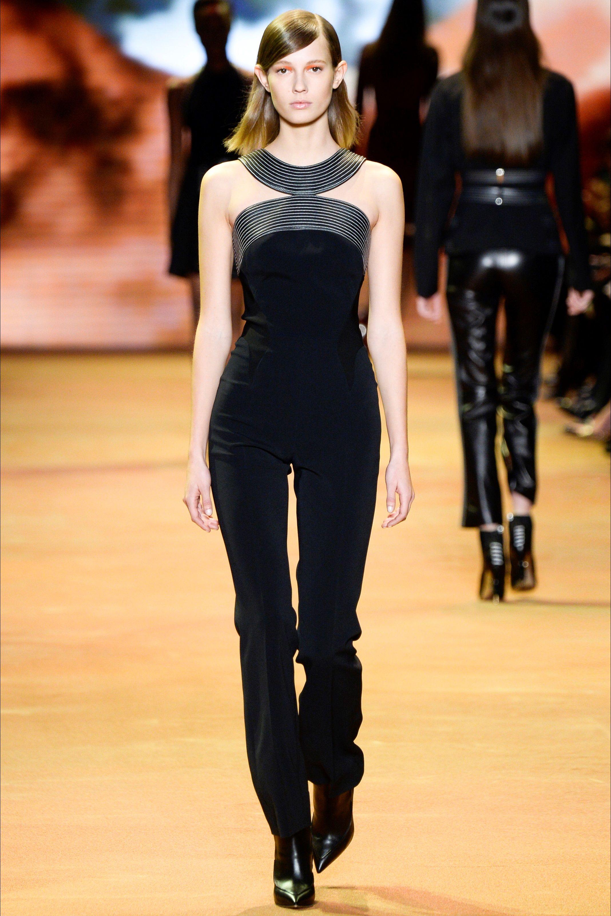 Guarda la sfilata di moda Mugler a Parigi e scopri la collezione di abiti e accessori per la stagione Collezioni Autunno Inverno 2016-17.
