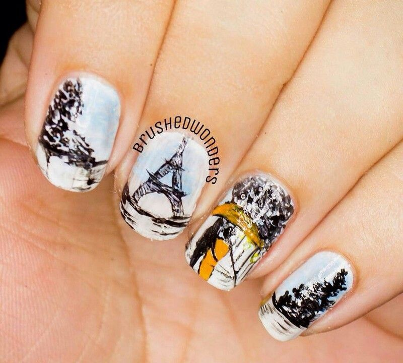 Paris nail ART blue White Black couple walking under umbrella ...