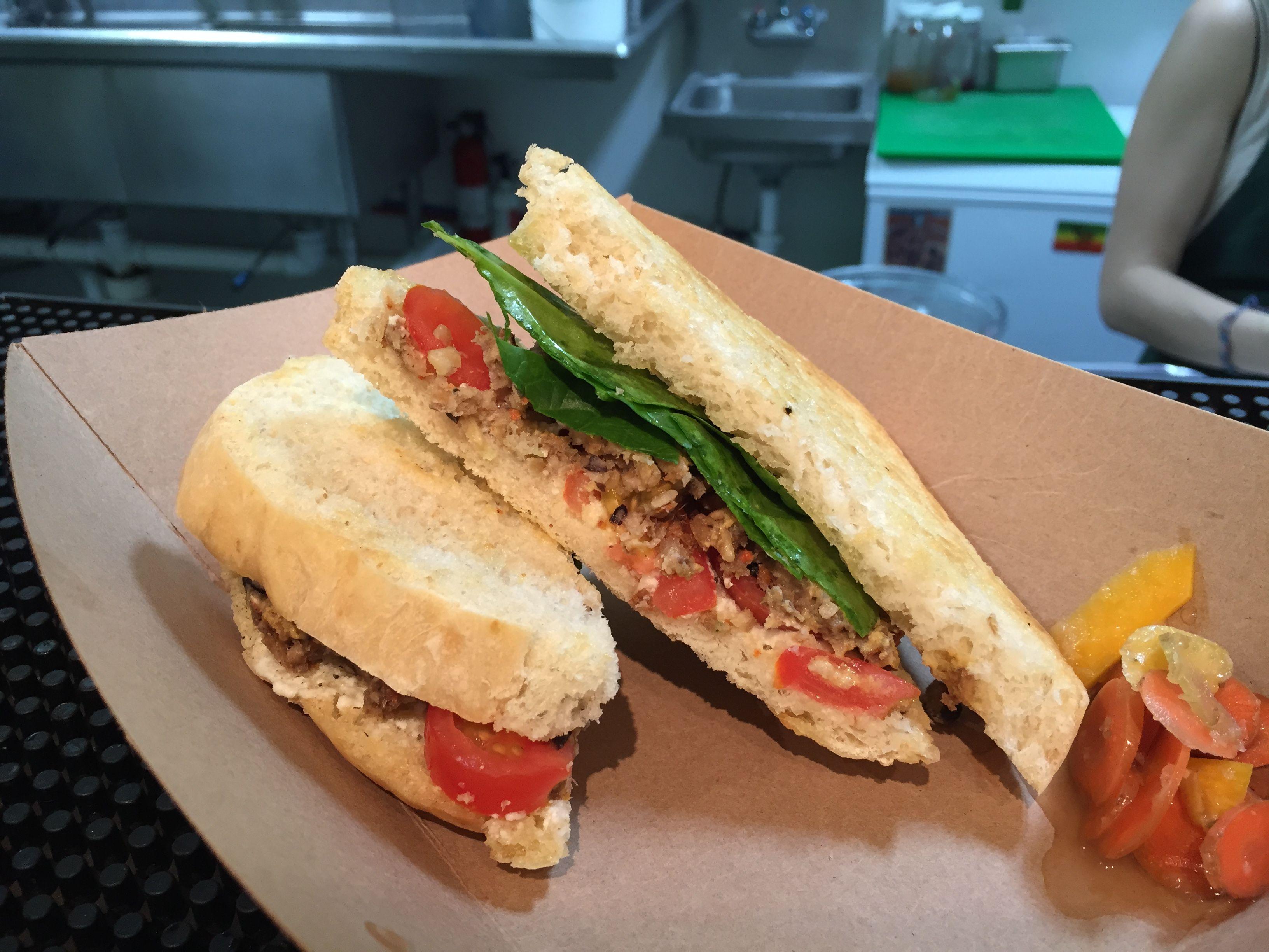 10 New Orleans Dishes For Raw Vegan Paleo Vegetarian And Gluten Free Diets Gonola Com Vegan Chipotle Vegan Restaurants Vegetarian