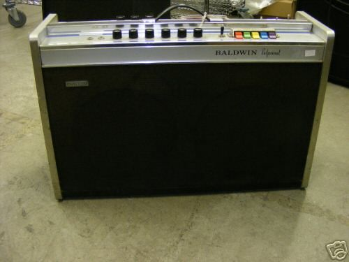 My friend Butch had this amp, i thought it was so cool with the drawbar tone control, twin twelve speakers.