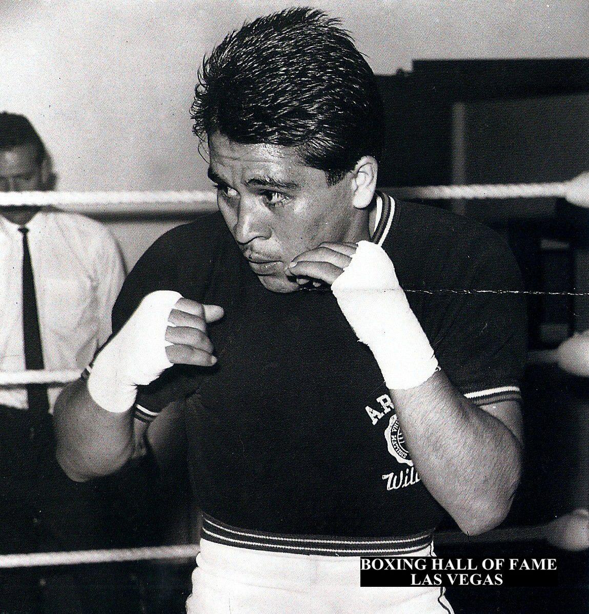 Vicente Saldivar Beats Mitsunori Seki This Day August 7, 1966 - Retains Featherweight Crown #boxing #boxinghalloffame #b… | Boxeadores mexicanos, Boxeadora, Zurdos