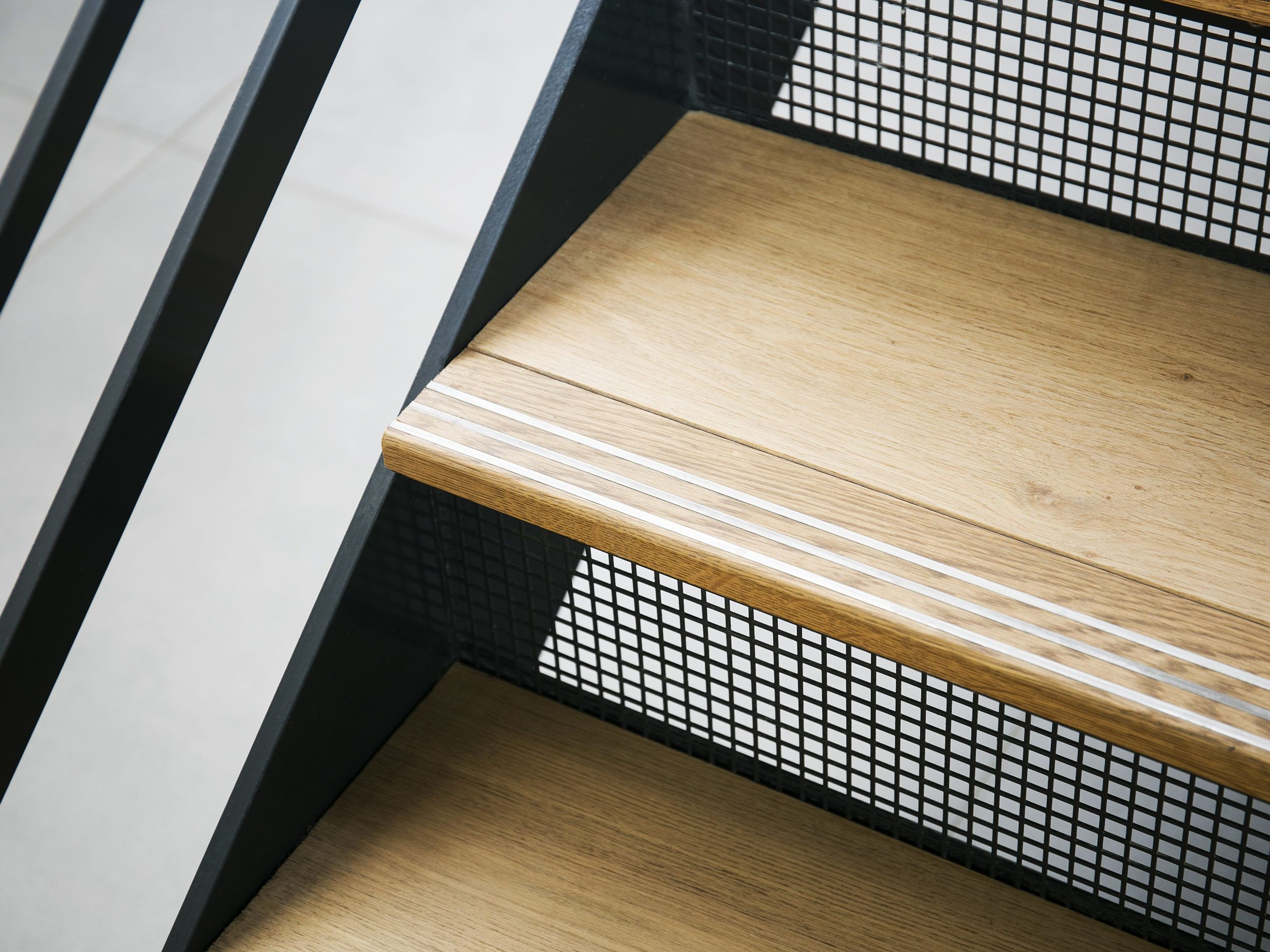 Best Waterloo Road St James Interiors Commercial Staircase 400 x 300