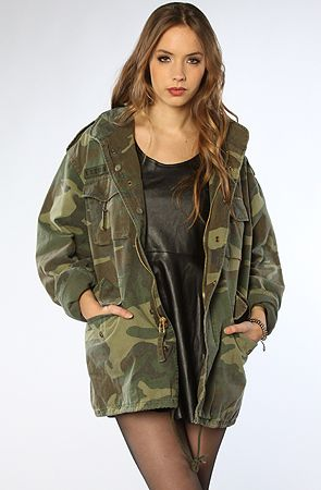 609f3e7971001 Rothco's Vintage M-65 Field Jacket in Woodland Camo #fashion #military  #vintage #camo