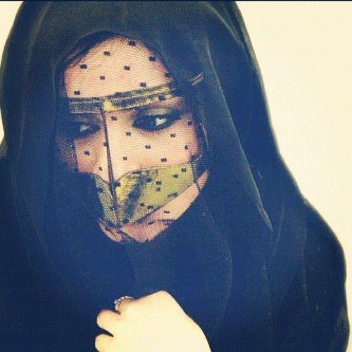 Pin By Tenneal On Hijab Love Arabian Women Burqa Arab Beauty