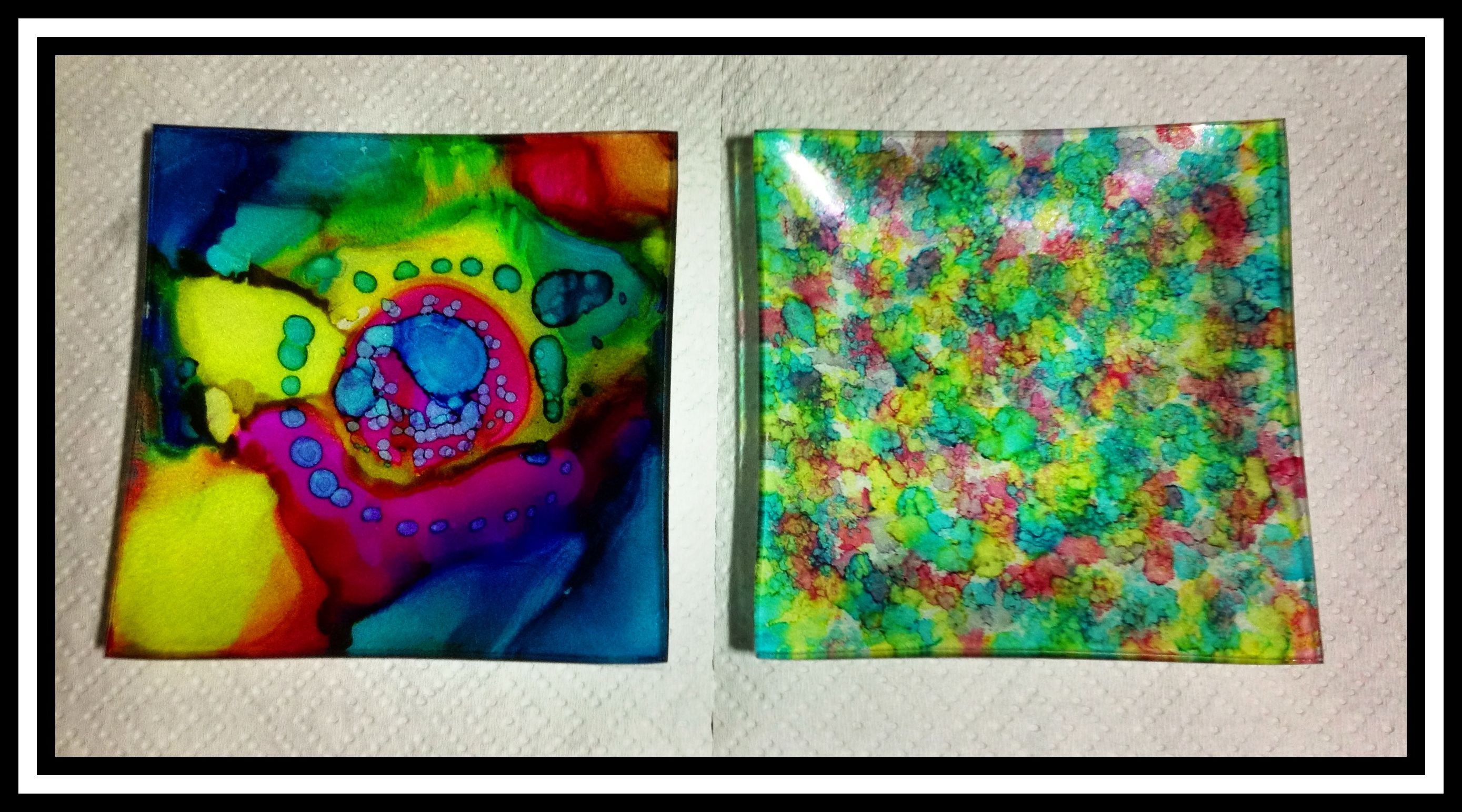 Two different techniques with alcohol inks on small glass plates with white felt underneath