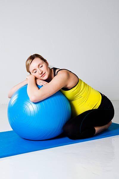 Cómo usar el balón de parto El fitball 3935f45b6c23