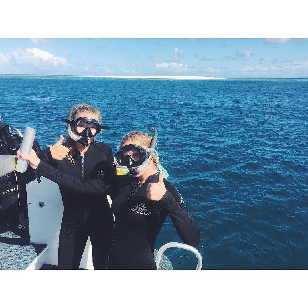 Fra dagens  snorkling og dykking i Great Barrier Reef. Blei scuba diving på 15m sammen med haier og skilpadder føler fortsatt litt trykk i ørene men det var verdt det! Jeg kan si at jeg er stolt av meg selv!  jeg hadde aldri tenkt at jeg kommer til å uføre så mye ekstremt på så få dager #adrenaline#scubadiving#greatbarrierreef  by martalubowska http://ift.tt/1UokkV2
