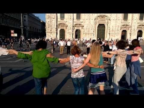 Francesco Tadini: Grecia flash mob in Piazza del Duomo a Milano con il sirtaki