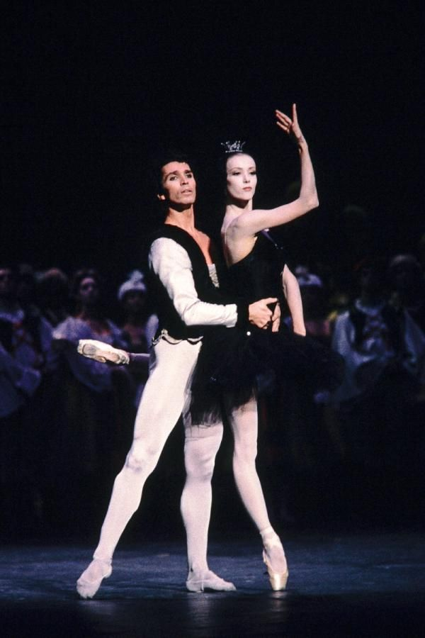 Sylvie Guillem and Jean-Yves Lormeau in Bourmeister's Swan Lake on October 29, 1985 Photo © Jean-Loup Gautreau