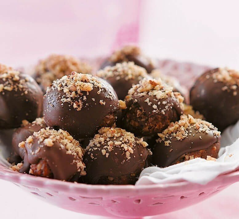Chocolate, date and walnut truffles | Recipe (With images ...
