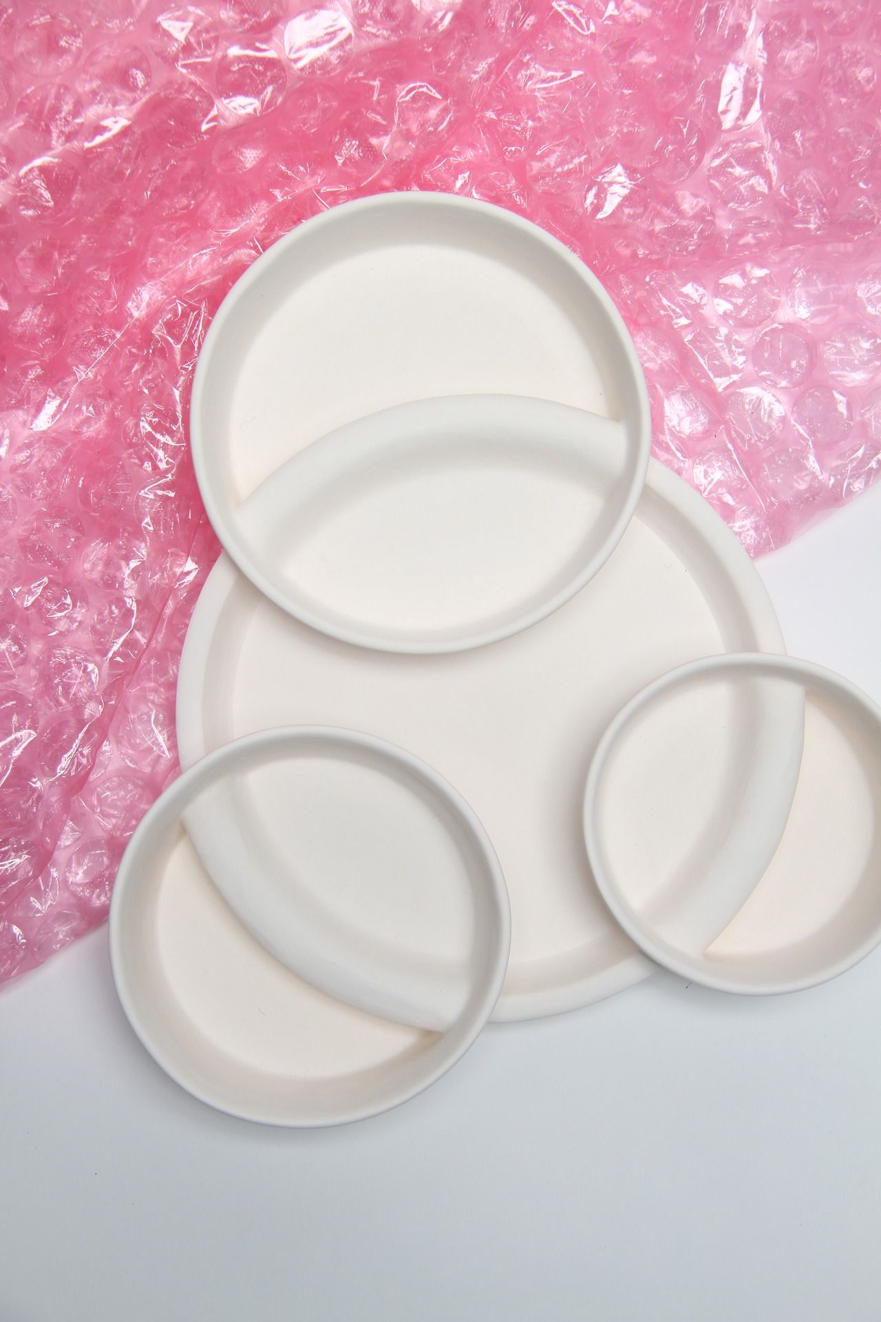 Interlocking bowl set Slip-cast, Porcelain Evelyn Morris | slip