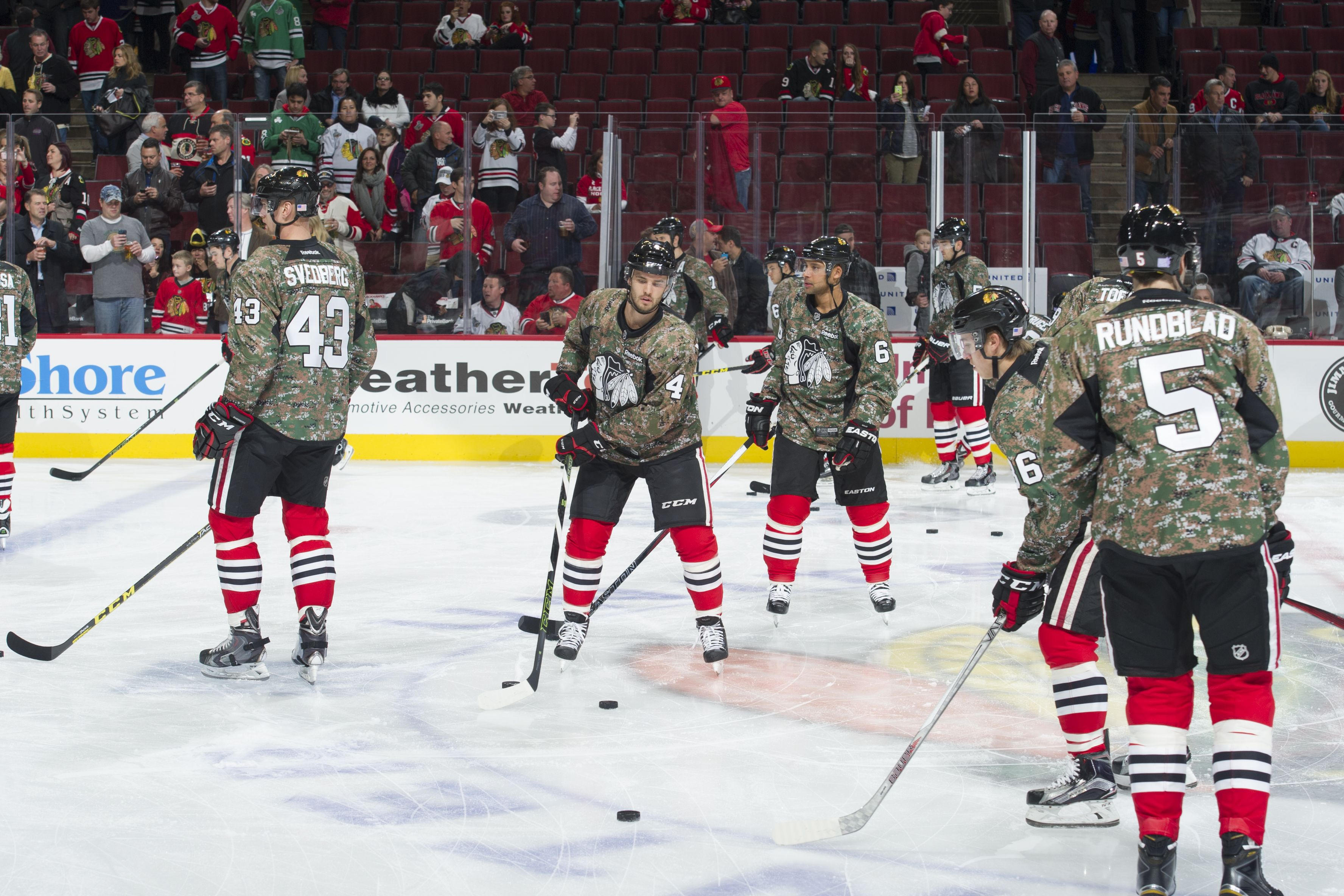 The Blackhawks Wore Special Camouflage Jerseys In Honor Of Veteran S Day Chicago Blackhawks Hockey Blackhawks Hockey Girls