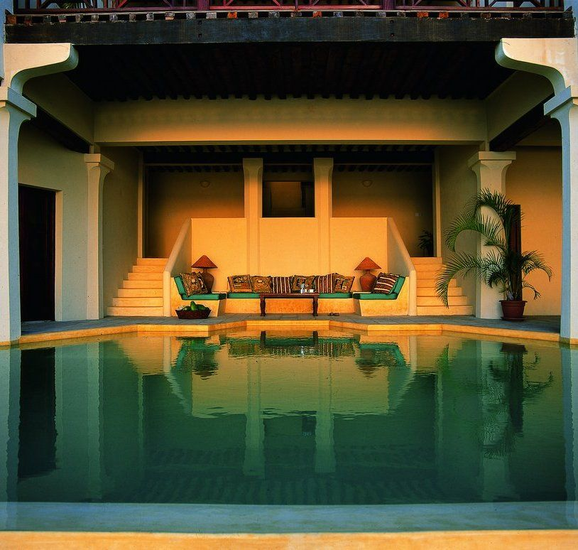 edgeless fresh water pool in beach house shela lamu island 48