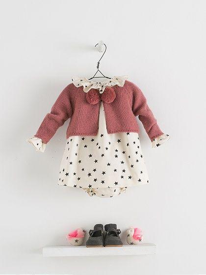 NANOS SHOP ONLINE. Detalle de conjunto Moda Per Bambini Ai Primi Passi fe341c9ee09