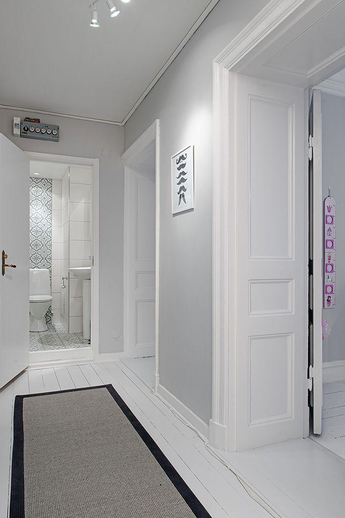 Ljusgrå väggfärg  칼라스킴  Pinterest