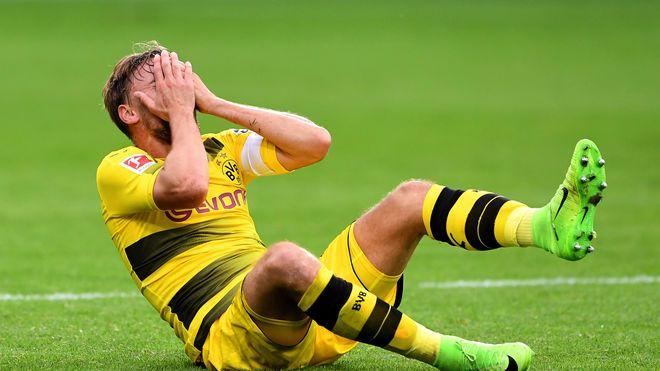 Borussia Dortmunds Marcel Schmelzer Verletzt Sich Am Sprunggelenk Borussia Dortmund Bvb Trainer Dortmund