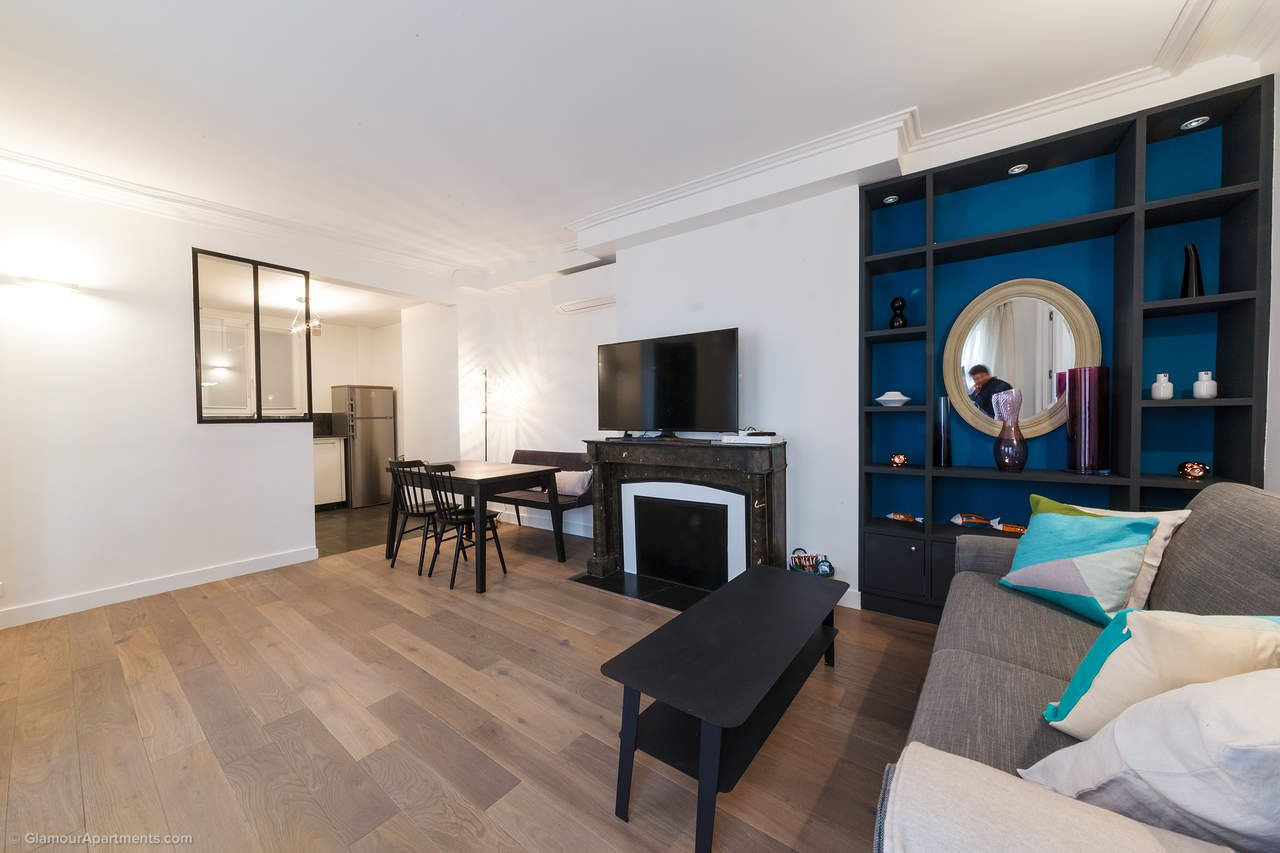Comfortable, Light Apartment For Long Term Rent In The Center Of Paris On  Rue Des Pyramides.