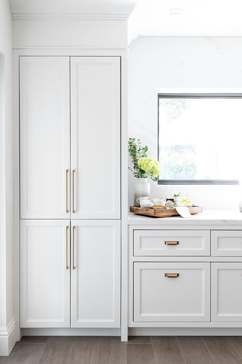 Long Thin Brass Kitchen Hardware Style Light Gray Shaker Cabinets Finished With In 2020 Light Grey Kitchen Cabinets Light Grey Kitchens Grey Kitchen Cabinets