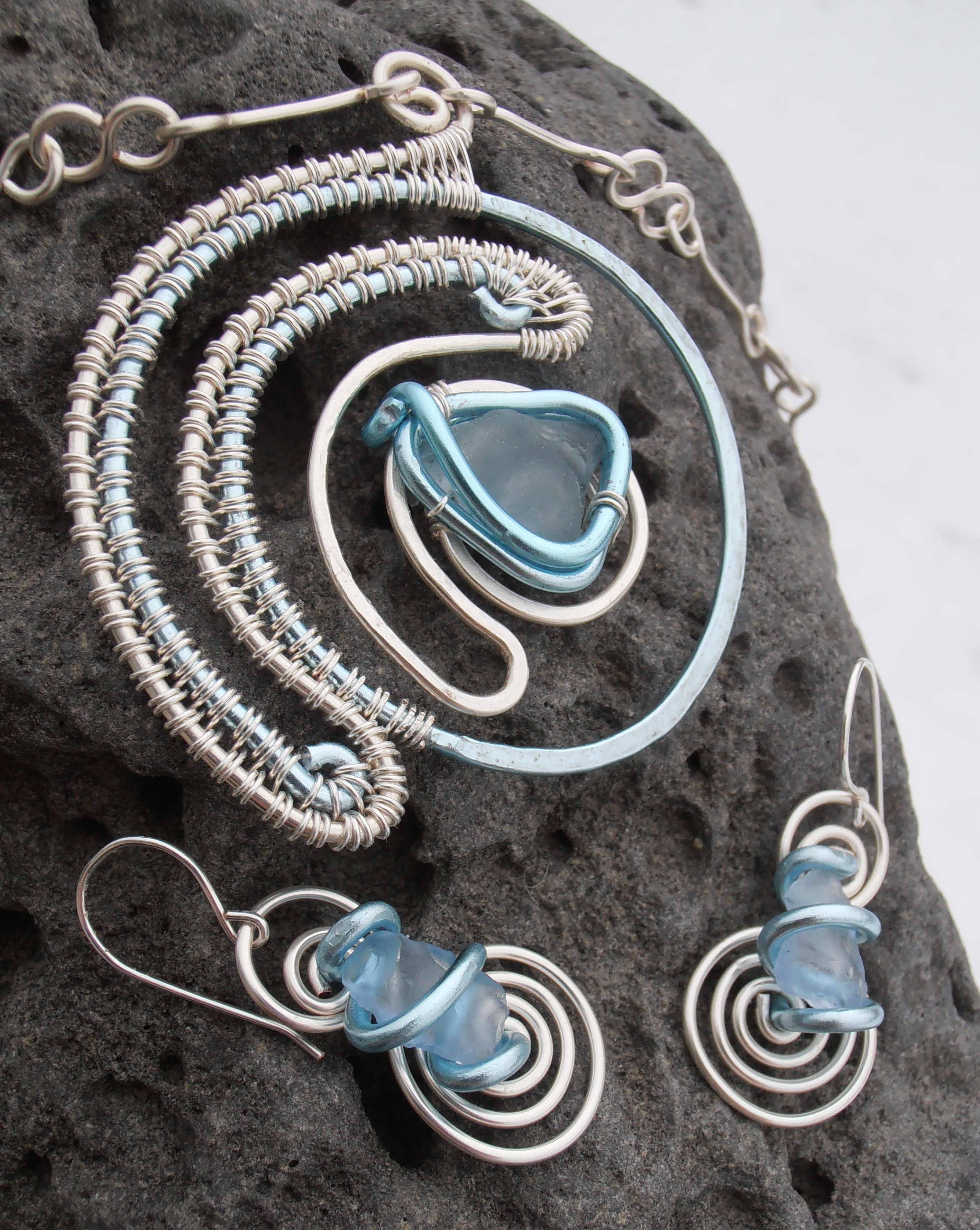This beautiful set is made out of 2 types of jewellery wire. Silver ...