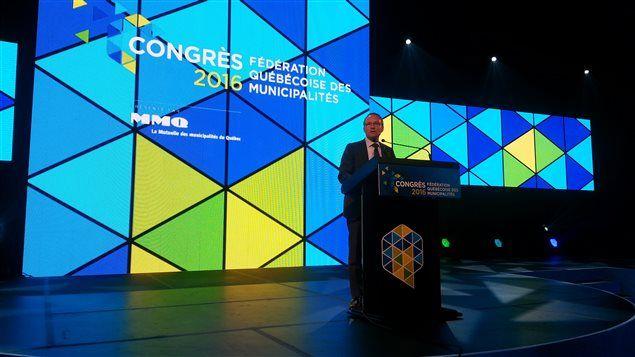 Martin Coiteux promet plus d'autonomie pour les municipalités - ICI.Radio-Canada.ca