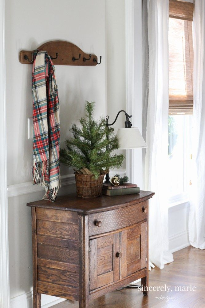 Photo of Christmas Foyer & Family Room + A Giveaway – Sincerely, Marie Designs