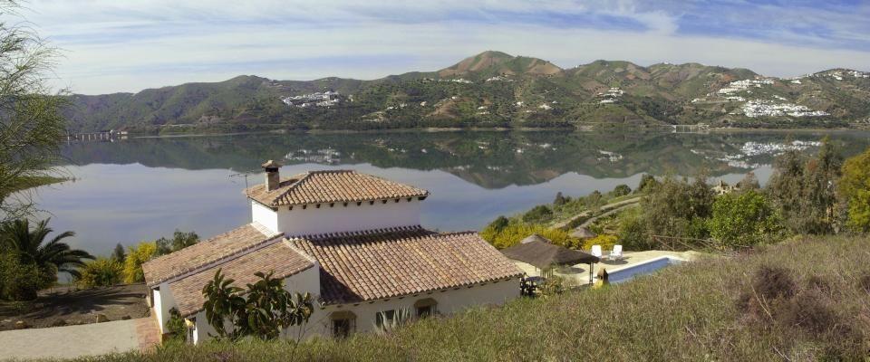 Viñuela, Andalucía, España. 4 Dormitorios + 4 Baños + 10 Plazas -> http://ow.ly/ljuOy #AlwaysOnVacation