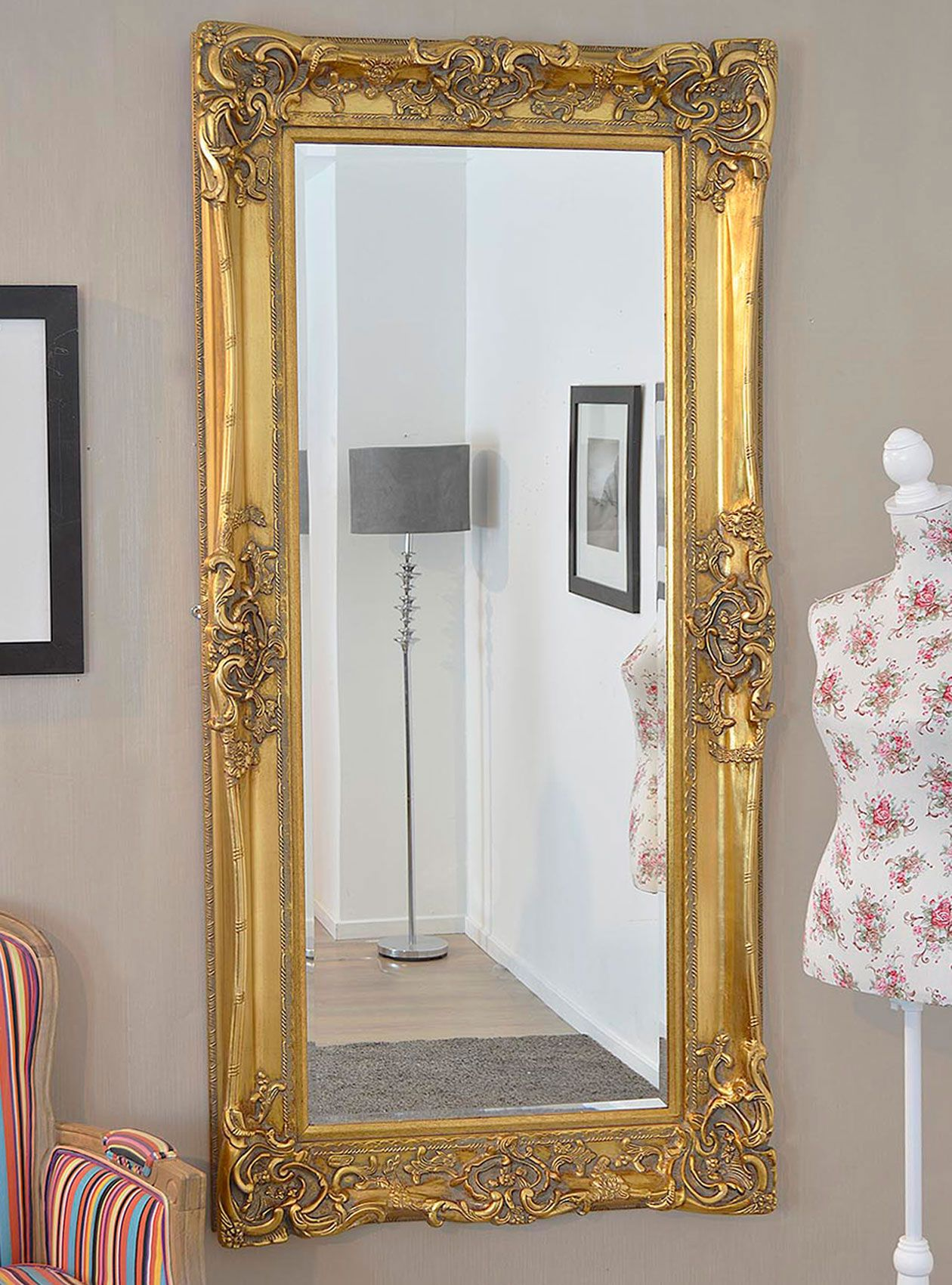 This Antique Design Ornate Wall Mirror Will Make A Beautiful