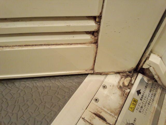 100均のアレでパックすれば擦らずスルスル落ちる 浴室の汚れを落とす