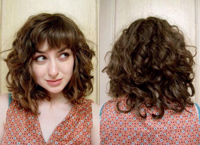 Kurze Haarschnitte mit Pony und lockigem Haar Frisuren mit lockigem Pony 9 Foto #wavy ha …