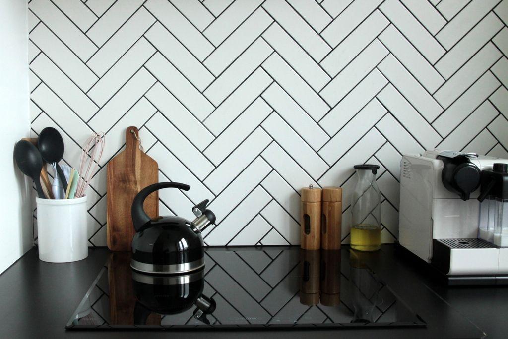 Ja Matka Pl Kuchnia Moich Marzen Plytki Na Scianie Ulozone W Jodelke Tile Bathroom Tiles Home Decor