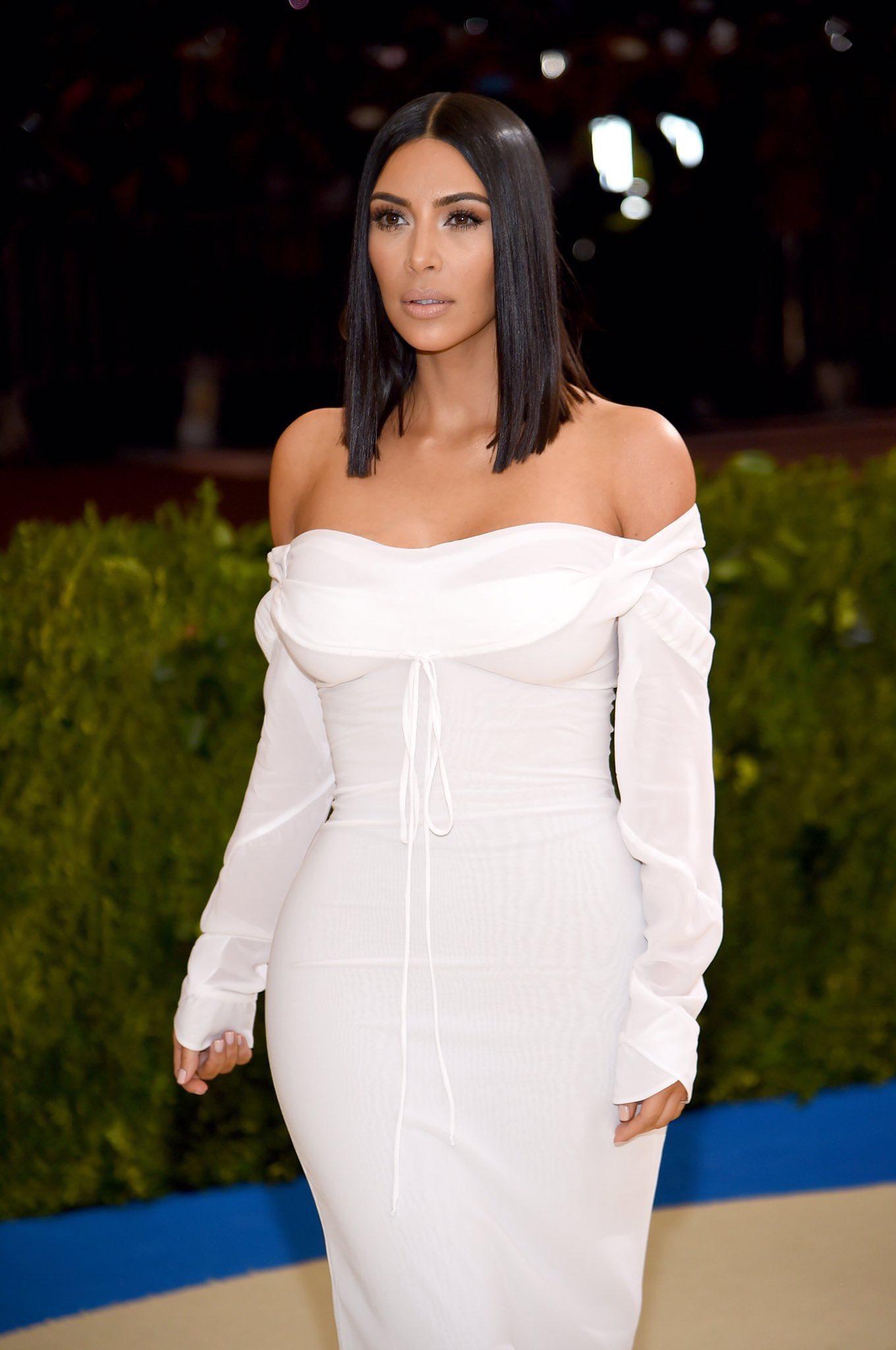 Khloe kardashian wedding dress  Pin by Kardashian Jenner on Red Carpet Style Kim Kardashian