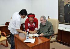Fidel Castro junto a la senadora liberal colombiana Piedad Córdoba y miembros del movimiento Colombianos y Colombianas por la Paz