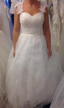 Brudklänning med fina axelband
