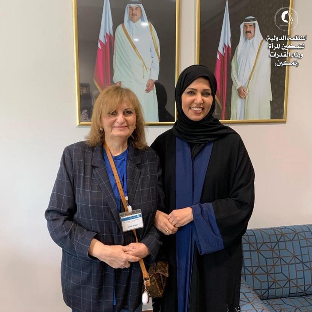لقاء ا ابتسام القعود رئيس المنظمة مع د هند المفتاح نائب رئيس المنظمة فى قطر Academic Dress