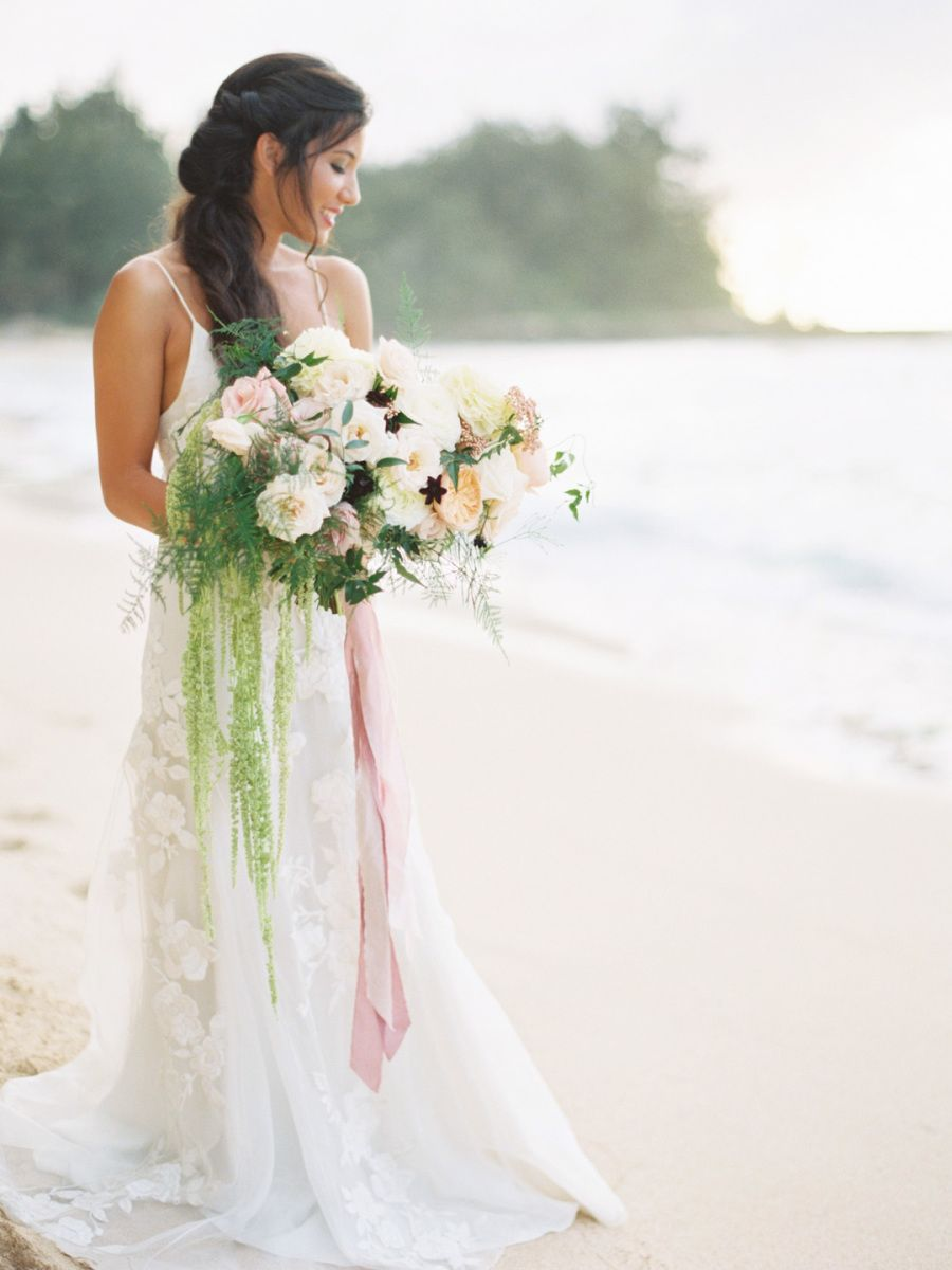 Pops of Pretty Bouquet flowers Vaulting and Weddings