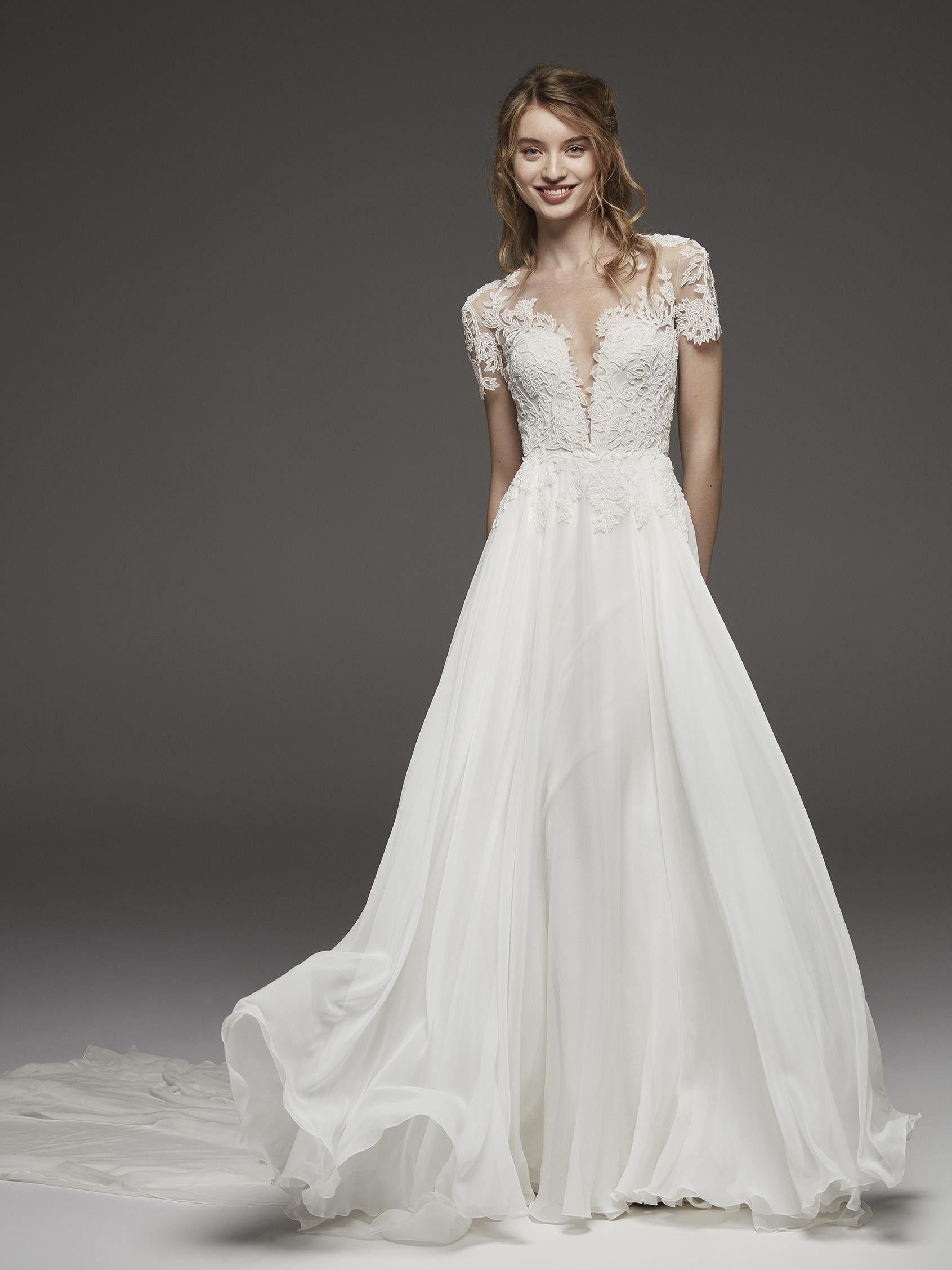 c7207078 PRONOVIAS | Vestido de novia romántico en tul y encaje HELECHO ...