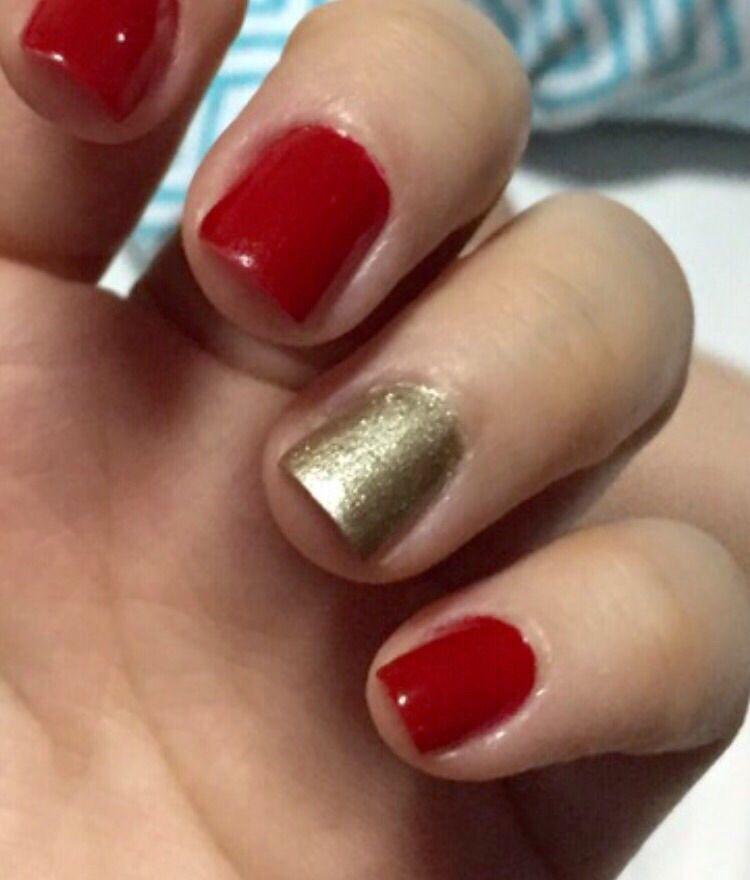 Uñas rojas con toque dorado | Uñas de color rojo, Uñas ...