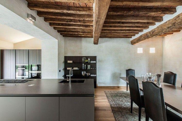 cuisine moderne ouverte sur la salle à manger avec îlot central et